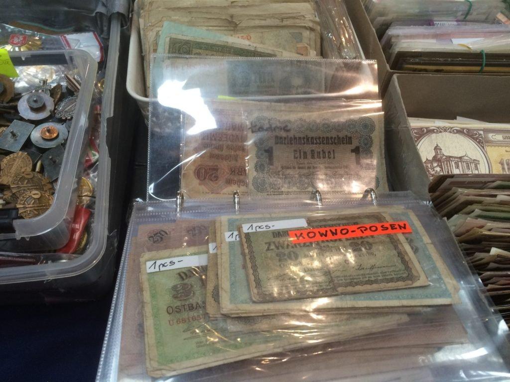 Kilku sprzedawców miało banknoty po kilka złotych sztuka.