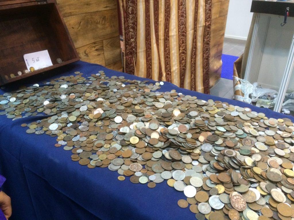 Jeden z portugalskich sklepów wystawił statek piracki, w którym można było grzebać w wielkim stosie portugalskich monet po 5 zł za sztukę, lub w promocji - 25 zł za kilogram. To miejsce było popularne wśród poszukiwaczy okazji!