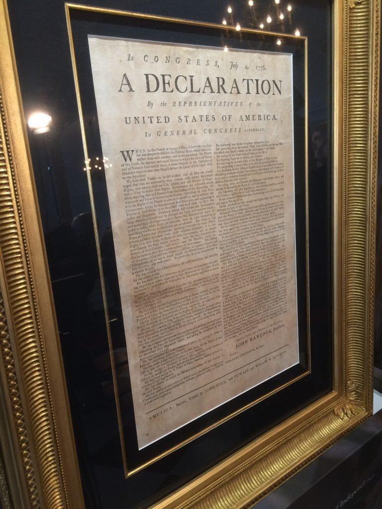 Kopia deklaracji niepodległości z bliska