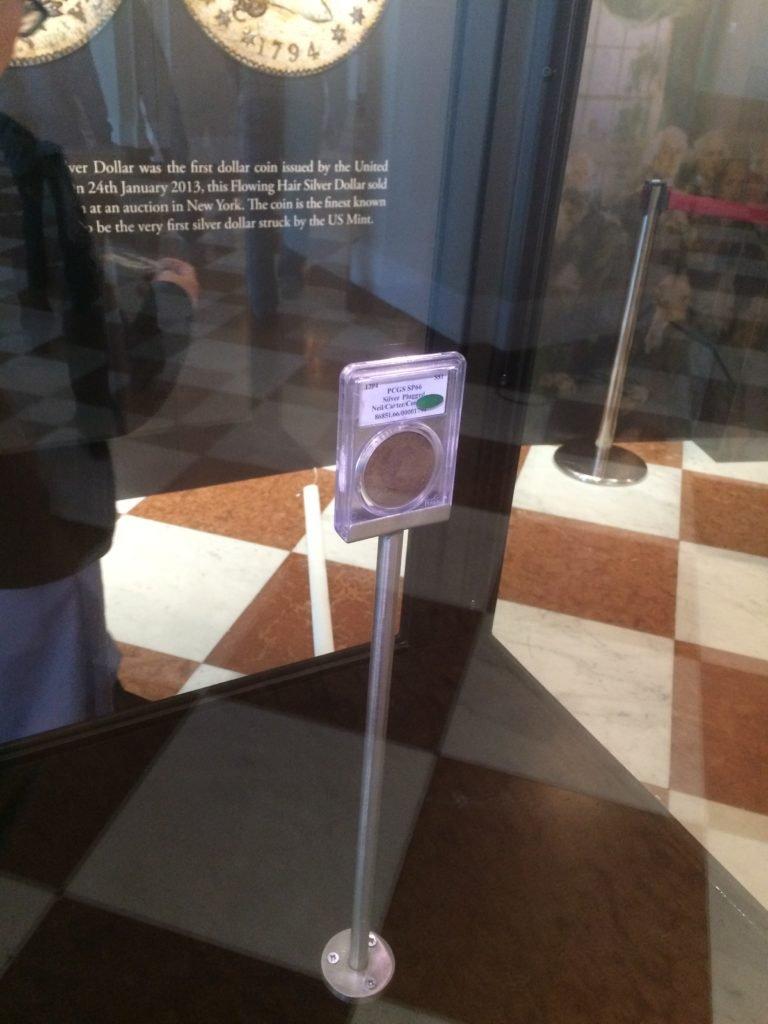 1794 Flowing Hair Liberty Dollar za szybą