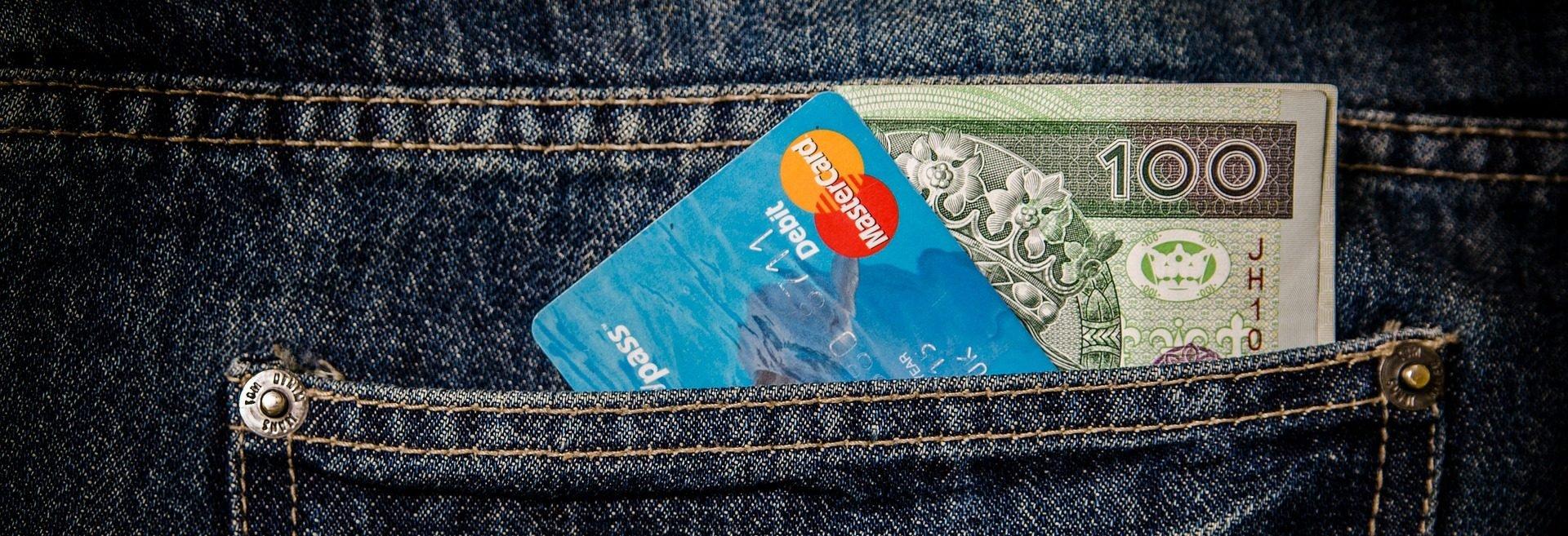 Kup bitcoin za przelew elektroniczy, kartę kredytową, kartę debetową, SMS, Paypal, Skrill, Moneybookers, ale też za funty, korony norweskie lub złotówki. Sposoby na zakup kryptowalut, prowizje, szanse i zagrożenia.