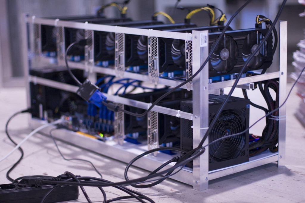 Koparka kryptowalut składająca się z wielu kart graficznych może wykopać sporo altcoinów. Konfiguracja nie jest skomplikowana z programem do kopania. Z odpowiednim zasilaniem i opłacalnością, kopanie kryptowalut może być źródłem dodatkowego dochodu