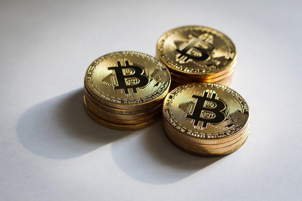 Jak zacząćz Bitcoin? Nie jest łatwo odpowiedzieć na pytanie jak wejść w kryptowaluty. Trzeba sporo się dowiedzieć, nauczyć i spróbować. Najlepiej zacząć już teraz.
