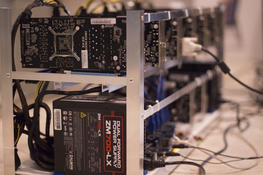 Czy koparka Bitcoin opłaca się w Polsce? Koszty prądu są obciążone sporymi podatkami, a w innych krajach można skorzystać z taniego, ekologicznego prądu.