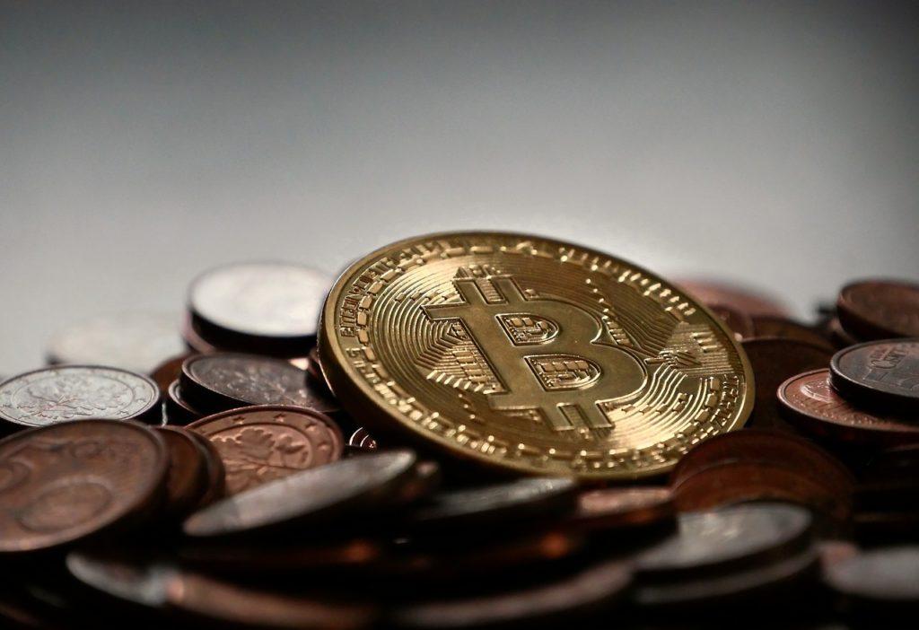 Sprawdzamy, dlaczego cena Bitcoina spadła i kurs załamał się po szczytach z 2017 roku, nie odzyskując wigoru przez kolejny rok.