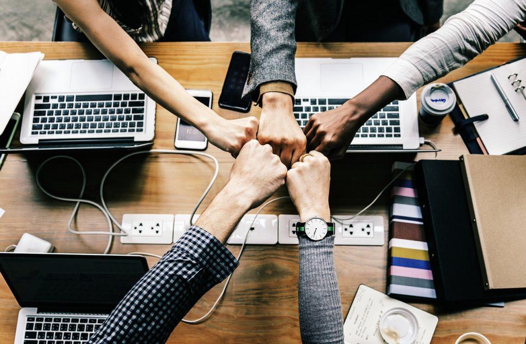 Jak poprawiać jakość życia pracowników w zespole? Poznać ich osobowości i wkład w zespół.