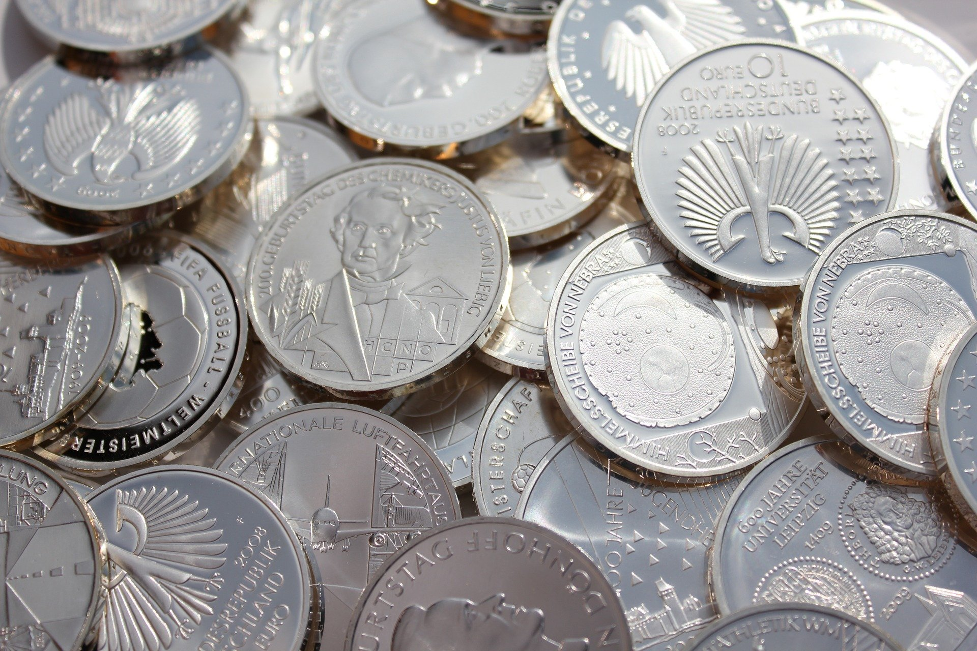 Współczesne srebrne monet również można dostać po cenie kruszcu jako junk silver.