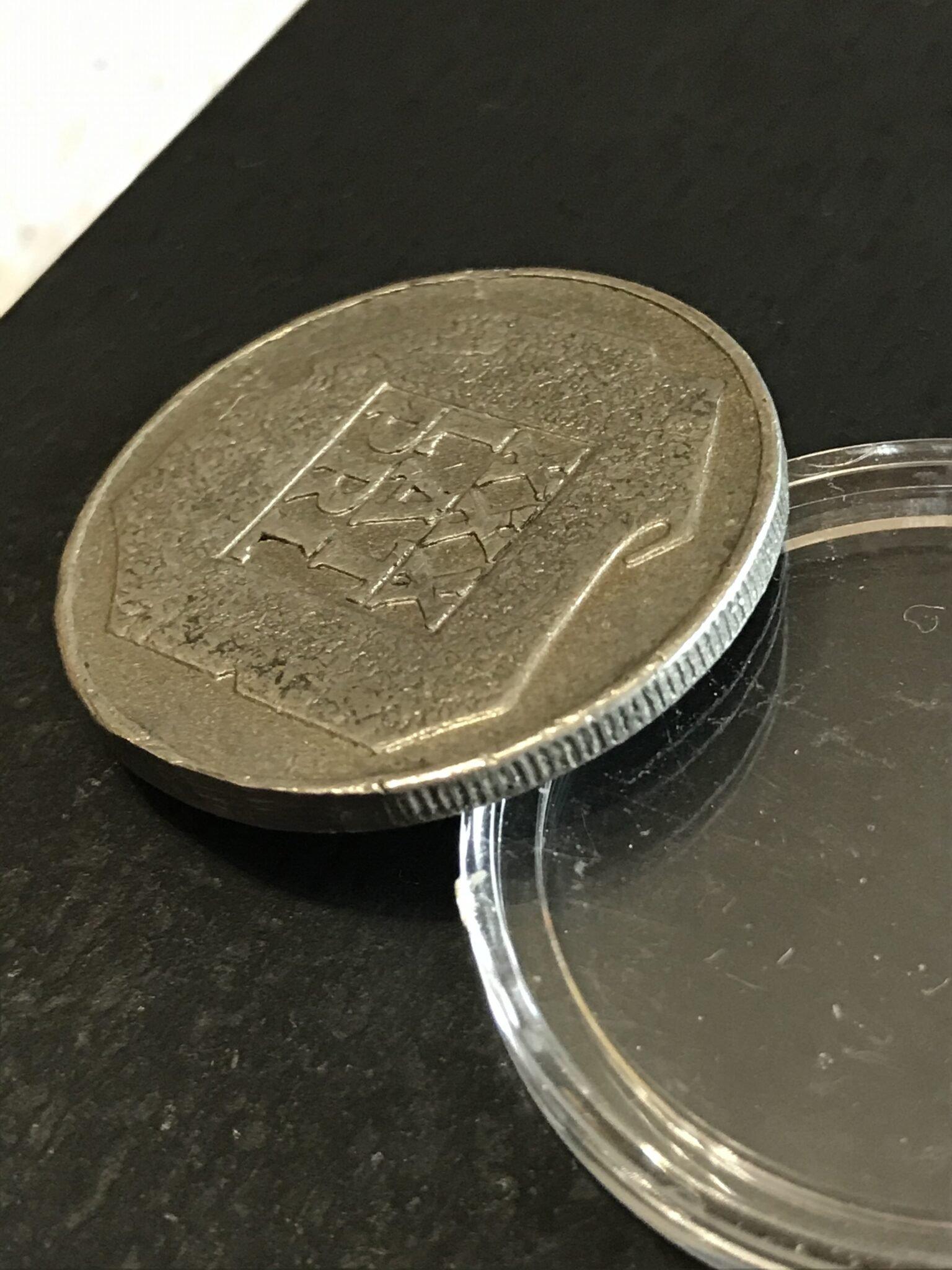 Warto zwrócić uwagę na rant falsyfikatu monety XXX lat PRL, czyli popularnej mapki.